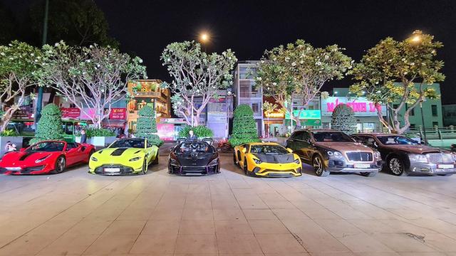 Nữ đại gia U50 - chủ viện thẩm mỹ nổi tiếng ở Sài Gòn sở hữu dàn siêu xe trăm tỷ, tiết lộ bỏ hàng chục tỷ trả lương cho nhân viên, tạp vụ thấp nhất cũng từ 10 triệu trở lên! - Ảnh 11.