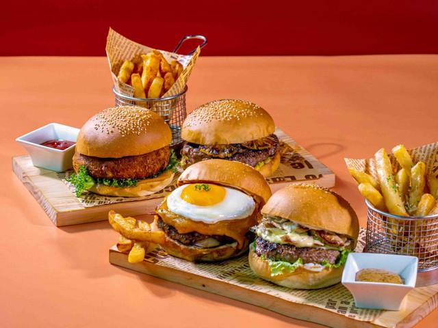Thưởng thức Burger & Bánh mì Thứ 2 với giá 10.000 đồng: Trải nghiệm ẩm thực sang xịn có 1 không 2 hút hồn thực khách  - Ảnh 2.