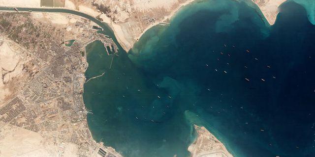 Chuyện gì đã thực sự xảy ra trong sáng ngày 23/3 định mệnh khiến một cơn gió thổi bay dòng hàng gần 10 tỷ USD mỗi ngày trên kênh Suez? - Ảnh 2.