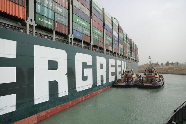 Chuyện gì đã thực sự xảy ra trong sáng ngày 23/3 định mệnh khiến một cơn gió thổi bay dòng hàng gần 10 tỷ USD mỗi ngày trên kênh Suez? - Ảnh 3.