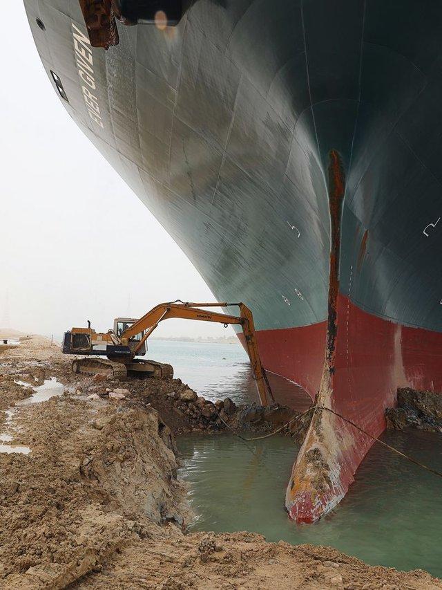 Chuyện gì đã thực sự xảy ra trong sáng ngày 23/3 định mệnh khiến một cơn gió thổi bay dòng hàng gần 10 tỷ USD mỗi ngày trên kênh Suez? - Ảnh 4.