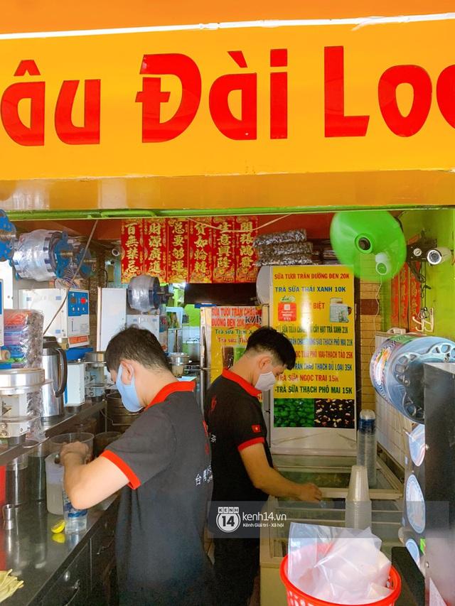 Tiệm trà sữa chảnh nhất Sài Gòn: Ai mua nhiều quá thì hổng bán, uống có ngon không mà phải xếp hàng mệt dữ vậy? - Ảnh 13.