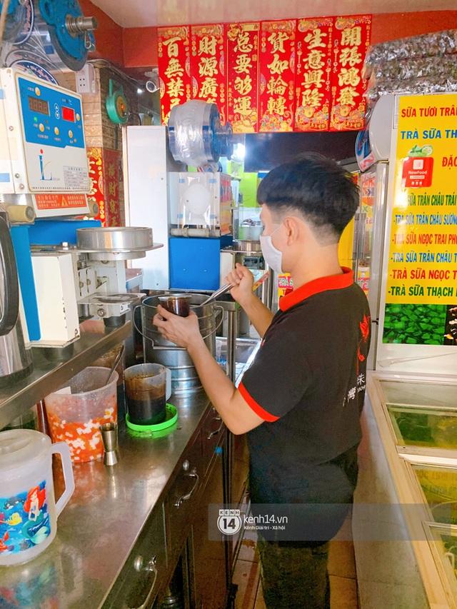 Tiệm trà sữa chảnh nhất Sài Gòn: Ai mua nhiều quá thì hổng bán, uống có ngon không mà phải xếp hàng mệt dữ vậy? - Ảnh 15.