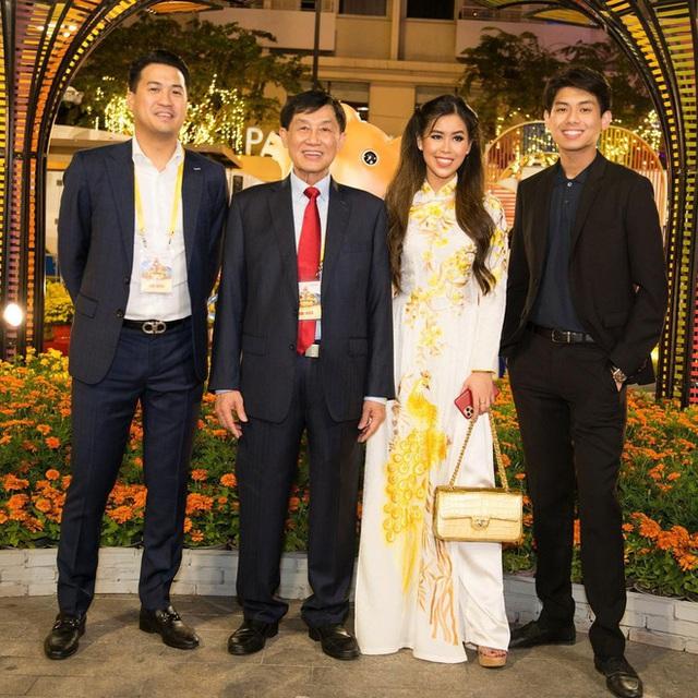 Tỷ phú Johnathan Hạnh Nguyễn xuất hiện với 3 thiếu gia, không còn tấm ảnh nào giàu sang hơn thế! - Ảnh 7.
