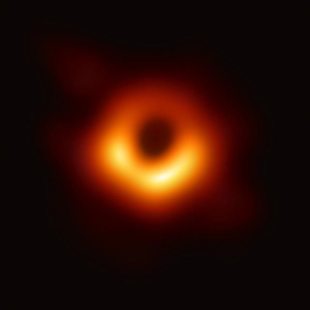 Cập nhật đồ họa cho tấm ảnh hố đen đầu tiên của nhân loại: giờ đã thấy được cả hiệu ứng của từ trường! - Ảnh 2.