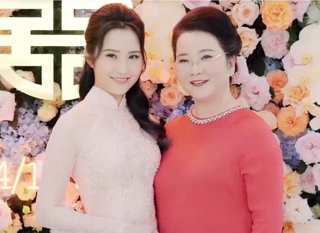 Đọ sắc những bà mẹ đại gia của hội rich kid: Bà trùm hàng hiệu Thủy Tiên sở hữu thần thái đỉnh cao, mẹ Phan Thành bí ẩn nhất Sài thành - Ảnh 1.