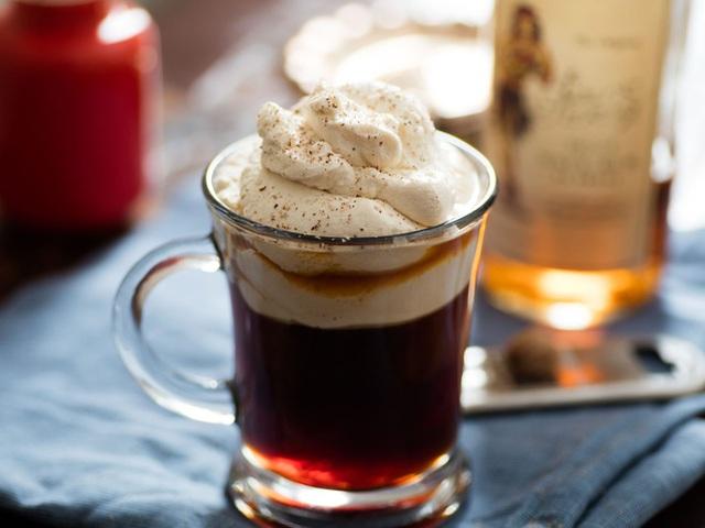 Vì sao không nên pha cà phê với sữa đặc, đường trắng? Top 5 nguyên liệu pha cà phê hại sức khỏe nhất - Ảnh 4.