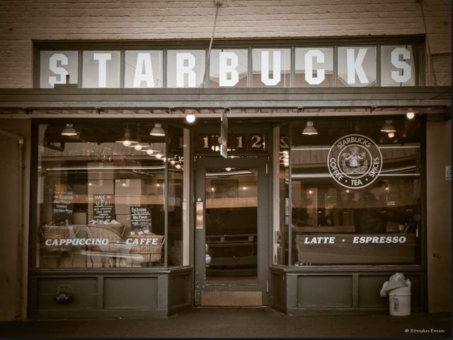 """Hành trình từ con số 0 đến thương hiệu """"Starbucks"""" tỷ đô của Howard Schultz: Được học đại học nhưng phải bỏ ngang, có khi phải bán máu để sống qua ngày, thành công gói gọn trong hai gạch đầu dòng - Ảnh 1."""