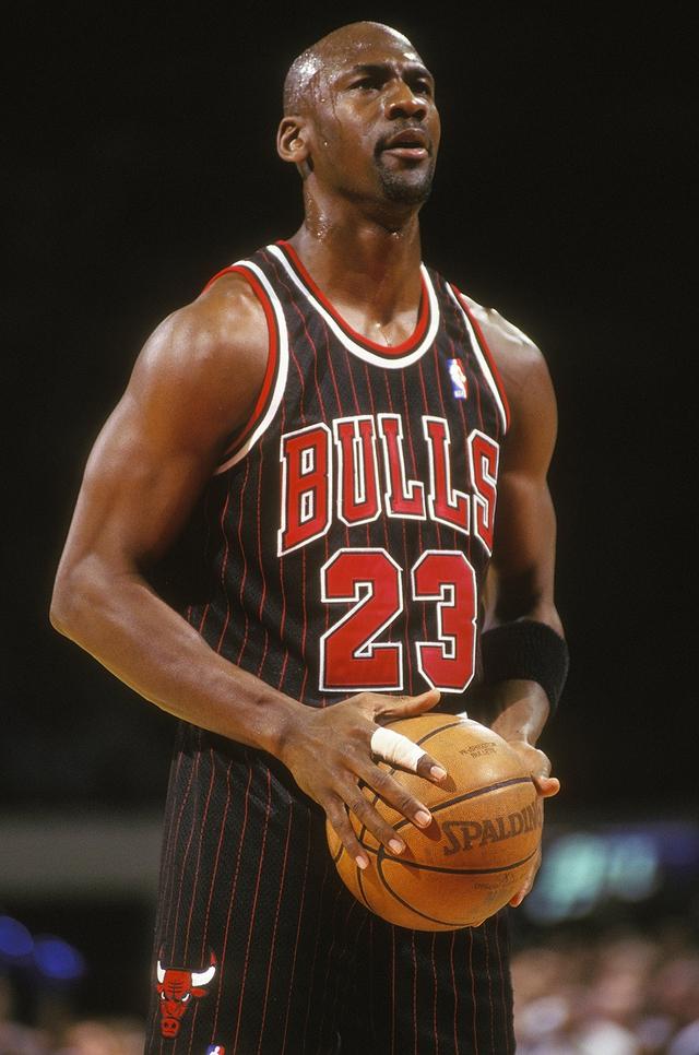 Michael Jordan, từ một cậu bé bị chê thấp bé ở đội bóng trường trung học cho tới niềm tự hào của bóng rổ Mỹ: dù cuộc sống có khiến tôi gục ngã 100 lần, tôi vẫn sẽ đứng lên ở lần thứ 101 - Ảnh 3.