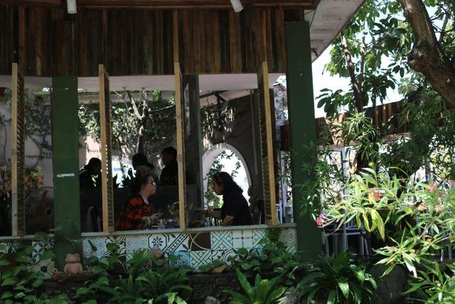 Cải tạo quán cà phê thành homestay, vợ chồng trẻ Phan Thiết cứu mình giữa bão Covid - Ảnh 2.