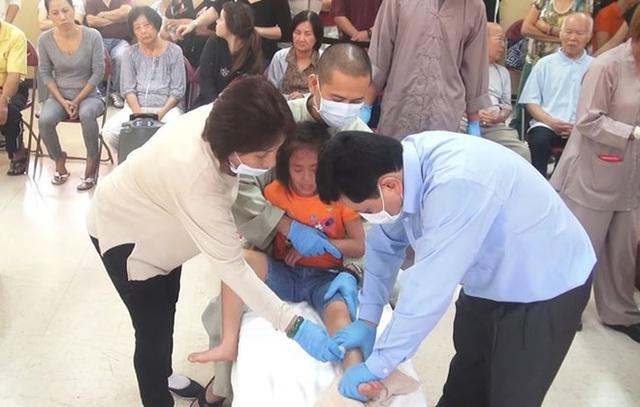 Chủ tịch Hội vật lý trị liệu Việt Nam: Cách điều trị của thần y Võ Hoàng Yên không ổn, can thiệp rất thô bạo! - Ảnh 1.