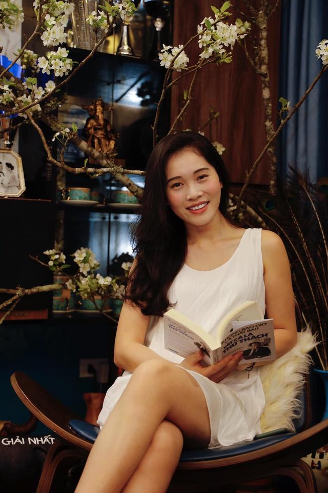 Bà xã Shark Hưng xinh đẹp mơ màng bên hoa lê đón ngày 8/3, nhưng câu chốt của vị tổng tài U50 mới khiến dân tình phát sốt - Ảnh 2.