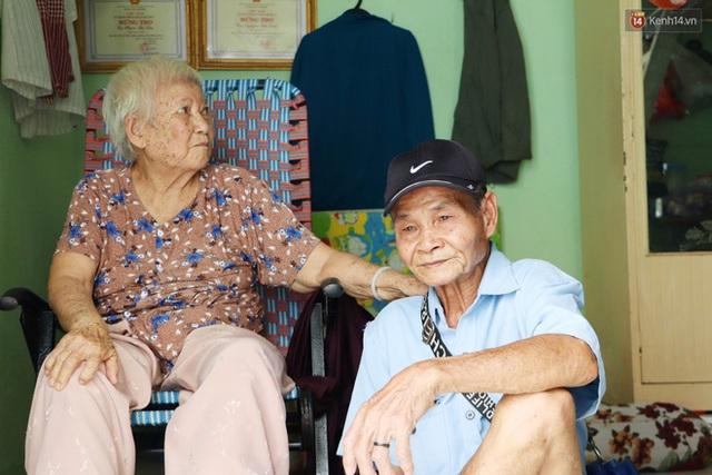 60 năm làm vợ chồng, ông vẫn giặt đồ, tắm gội cho bà lúc ốm đau, bệnh tật: Tui không có con, cả đời này có mình bả thôi - Ảnh 12.