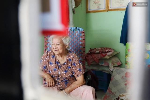 60 năm làm vợ chồng, ông vẫn giặt đồ, tắm gội cho bà lúc ốm đau, bệnh tật: Tui không có con, cả đời này có mình bả thôi - Ảnh 13.