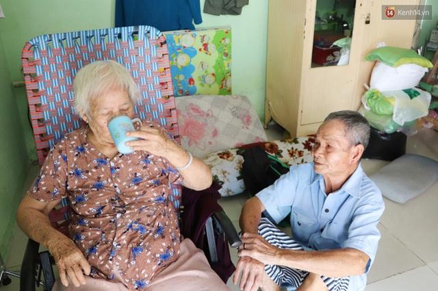 60 năm làm vợ chồng, ông vẫn giặt đồ, tắm gội cho bà lúc ốm đau, bệnh tật: Tui không có con, cả đời này có mình bả thôi - Ảnh 16.