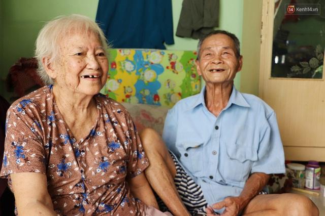 60 năm làm vợ chồng, ông vẫn giặt đồ, tắm gội cho bà lúc ốm đau, bệnh tật: Tui không có con, cả đời này có mình bả thôi - Ảnh 18.