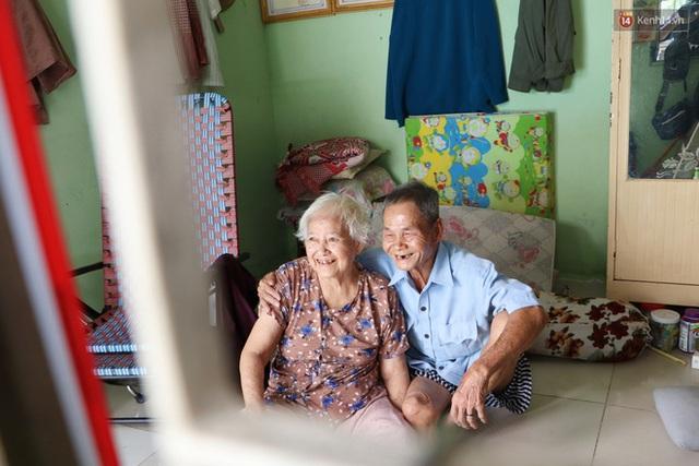 60 năm làm vợ chồng, ông vẫn giặt đồ, tắm gội cho bà lúc ốm đau, bệnh tật: Tui không có con, cả đời này có mình bả thôi - Ảnh 19.