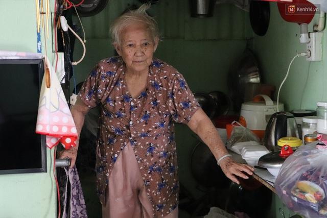 60 năm làm vợ chồng, ông vẫn giặt đồ, tắm gội cho bà lúc ốm đau, bệnh tật: Tui không có con, cả đời này có mình bả thôi - Ảnh 3.