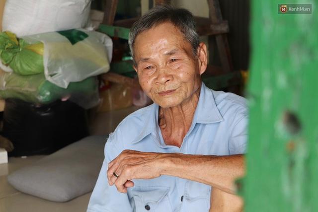 60 năm làm vợ chồng, ông vẫn giặt đồ, tắm gội cho bà lúc ốm đau, bệnh tật: Tui không có con, cả đời này có mình bả thôi - Ảnh 4.