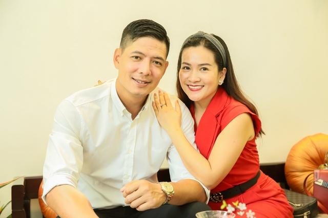 Những người vợ đại gia của giới showbiz Việt - Ảnh 2.