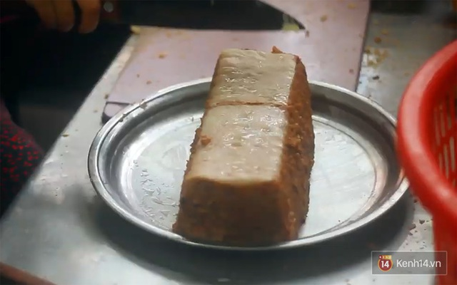 Hàng bánh mì kiêu chảnh nhất Hà Nội nhưng khách xếp hàng nườm nượp: Có gì mà hot quá vậy? - Ảnh 4.