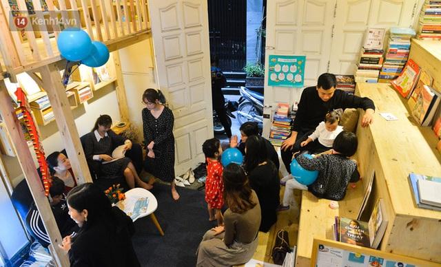 Người đàn ông đi hơn 50 quốc gia, mở thư viện sách miễn phí ở Hà Nội: Nhìn các con thích đọc sách hơn cầm điện thoại là vui rồi - Ảnh 5.