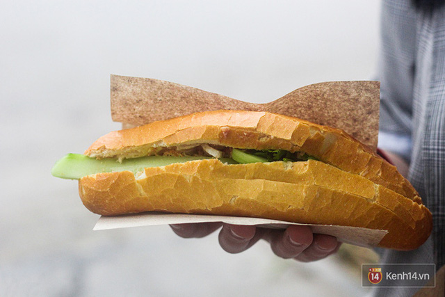 Hàng bánh mì kiêu chảnh nhất Hà Nội nhưng khách xếp hàng nườm nượp: Có gì mà hot quá vậy? - Ảnh 10.
