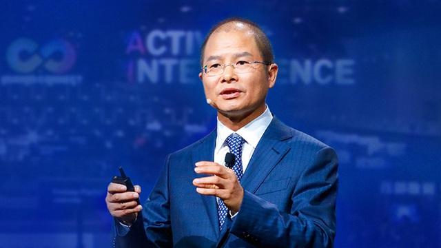Chủ tịch Huawei: Thế giới thiếu chíp vì Mỹ - Ảnh 1.