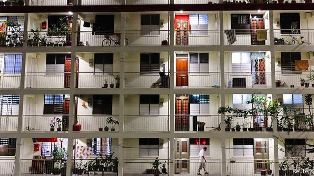 Lý do Singapore không bao giờ xảy ra bong bóng BĐS: Chính phủ trở thành tay to đầu cơ, thâu tóm 90% đất đai, xây nhà bán lại cho dân - Ảnh 1.