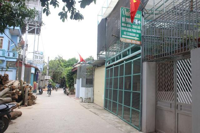Chủ vườn lan đột biến ở Hà Nội bị tố ôm gần 200 tỉ bỏ trốn đã trình diện công an - Ảnh 1.
