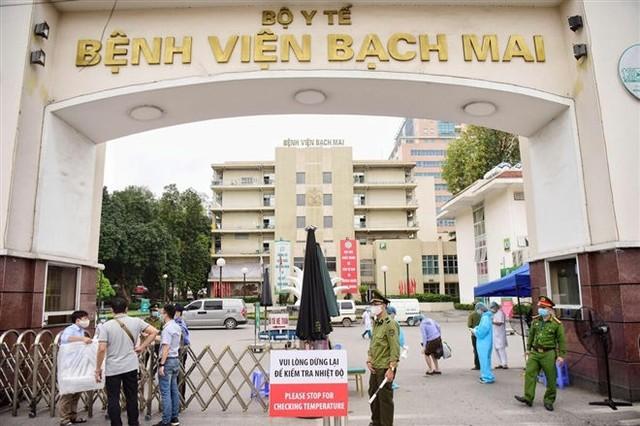 Vụ hơn 200 nhân viên, bác sĩ nghỉ việc: Vì sao bệnh nhân đến Bệnh viện Bạch Mai lại giảm đi? - Ảnh 1.