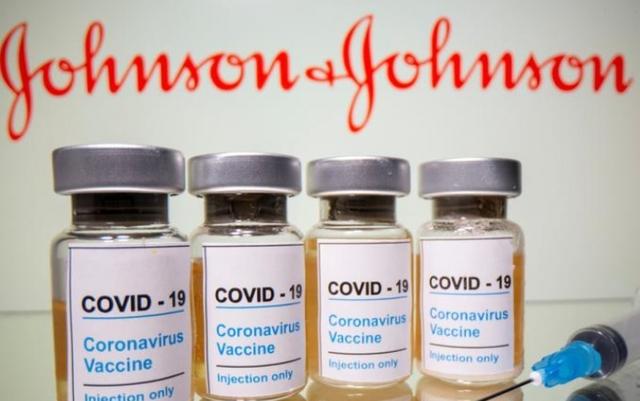 Mỹ tạm dừng sử dụng vaccine Johnson&Johnson, niềm tin vaccine lại bị lung lay?  - Ảnh 1.