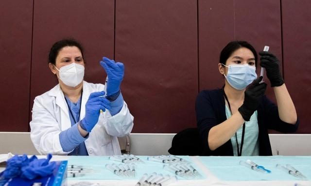 Mỹ tạm dừng sử dụng vaccine Johnson&Johnson, niềm tin vaccine lại bị lung lay?  - Ảnh 2.