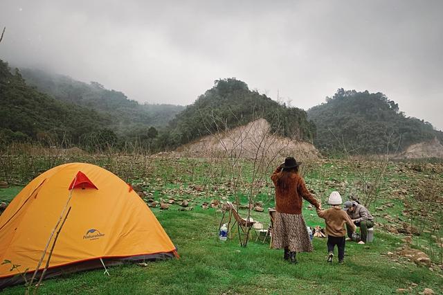 Nếu muốn thử Camping mà chưa biết chọn nơi nào để cắm lều thì đây là những địa điểm vừa hot lại đẹp từ Nam ra Bắc phải thử đến 1 lần - Ảnh 14.
