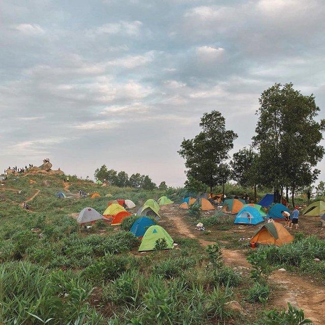 Nếu muốn thử Camping mà chưa biết chọn nơi nào để cắm lều thì đây là những địa điểm vừa hot lại đẹp từ Nam ra Bắc phải thử đến 1 lần - Ảnh 38.