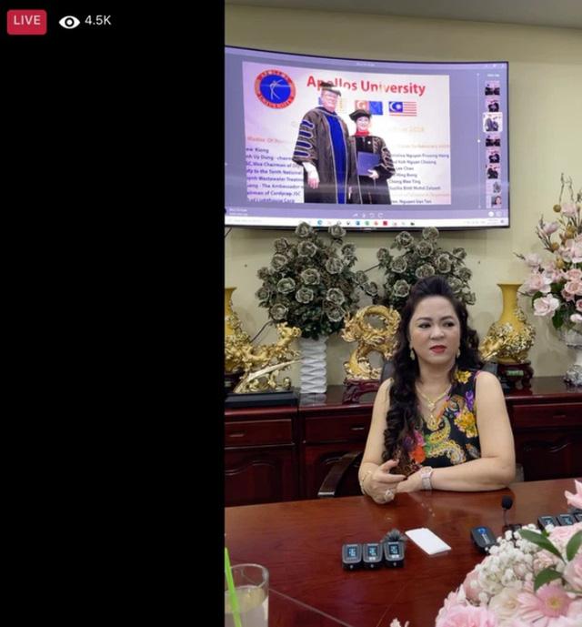 """Trang Khàn đã nói về bà Phương Hằng - vợ ông Dũng """"lò vôi"""" như thế nào mà bà livestream đối lại vẫn là con bán đồ online? - Ảnh 1."""
