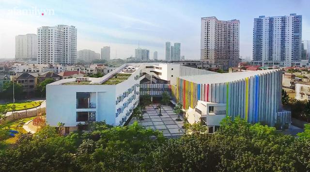 Một trường học ở Hà Nội có lối kiến trúc vô cùng độc lạ, cứ đến mùa hè học trò lại trốn vào rừng để vẽ vời, luyện nhạc kịch, làm phim  - Ảnh 5.