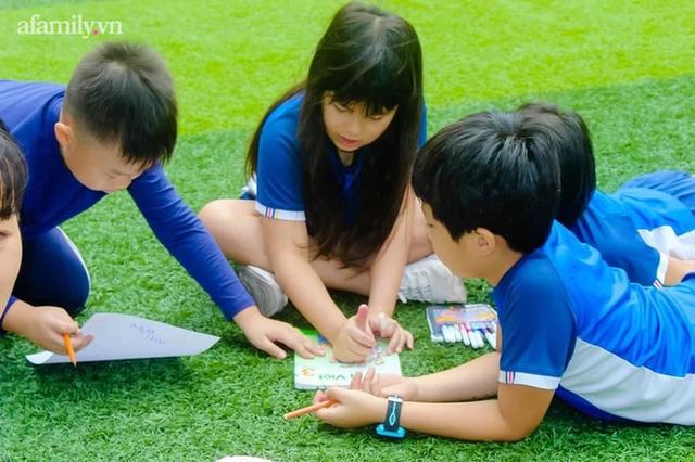 Một trường học ở Hà Nội có lối kiến trúc vô cùng độc lạ, cứ đến mùa hè học trò lại trốn vào rừng để vẽ vời, luyện nhạc kịch, làm phim  - Ảnh 7.