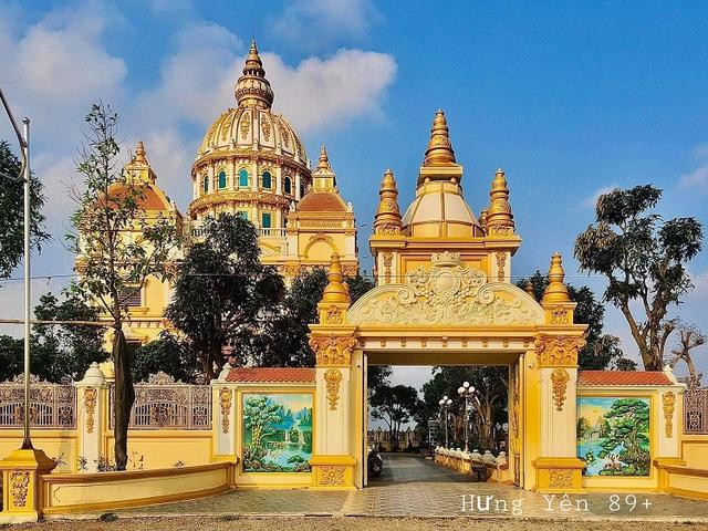 Cận cảnh tòa lâu đài 10 tỷ đồng của ông chủ lò gạch ở Hưng Yên: Tự tay thiết kế, ăn dè hà tiện mới có - Ảnh 1.