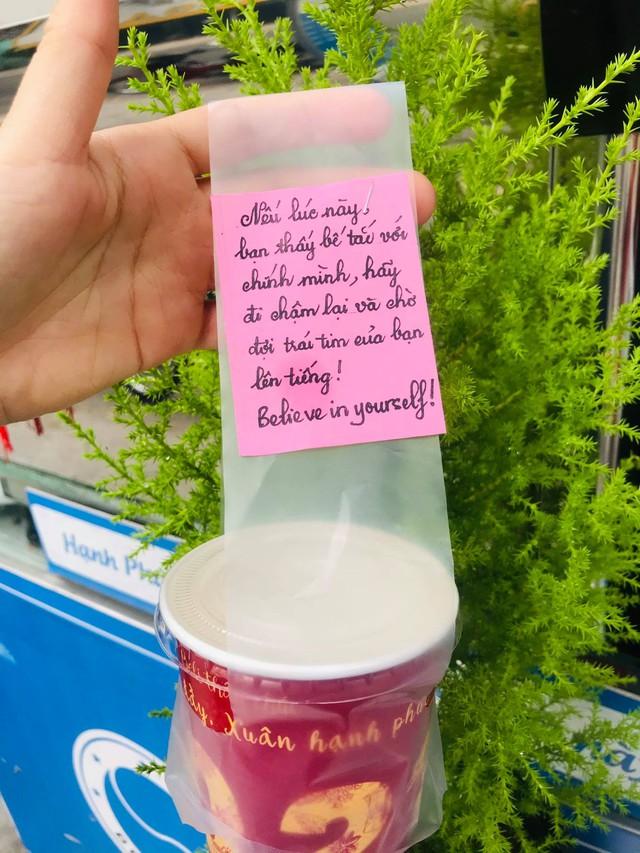 Chiêu PR cao tay của quán take away Sài Gòn: Mỗi ly cà phê đính kèm một lời chúc viết tay - Ảnh 5.