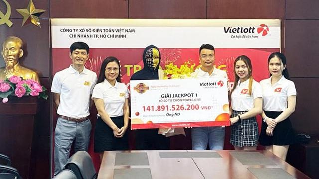 Nhân viên văn phòng ở TP.HCM trở thành tỷ phú nhờ tấm vé Vietlott mua online - Ảnh 1.