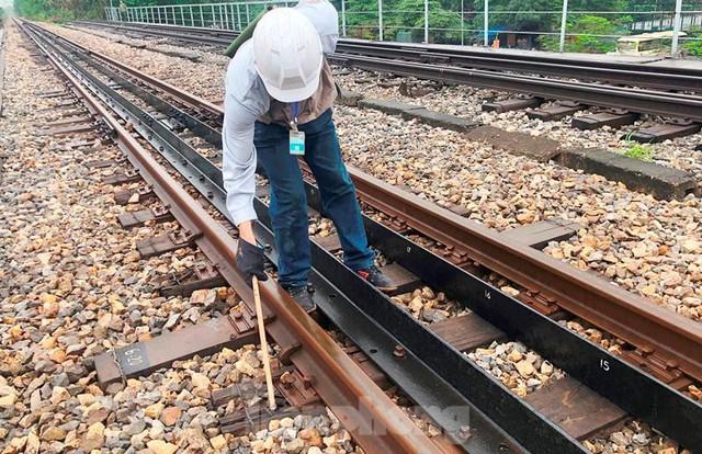 Hệ thống đường sắt quốc gia đi qua Hà Nội xuống cấp thê thảm  - Ảnh 2.
