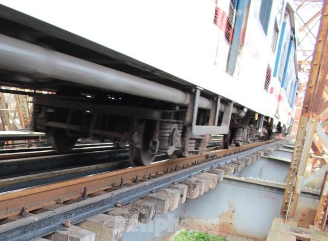 Hệ thống đường sắt quốc gia đi qua Hà Nội xuống cấp thê thảm  - Ảnh 11.
