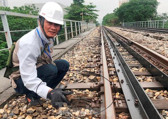 Hệ thống đường sắt quốc gia đi qua Hà Nội xuống cấp thê thảm  - Ảnh 3.