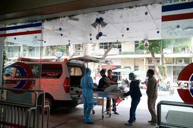 Lãnh đạo Bệnh viện Bạch Mai: Dịch vụ đang tốt dần lên nhưng tất cả búa rìu đều Giáo sư Nguyễn Quang Tuấn phải chịu - Ảnh 2.