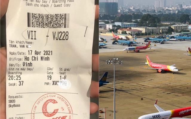 Xôn xao chuyện người đàn ông khóc đẫm nước mắt xin đổi chuyến bay, biết được lý do đặc biệt khiến loạt hành khách lẫn nhân viên các hãng bay đều cùng giúp đỡ