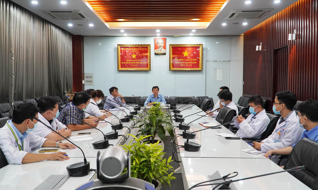 Bác sĩ Chợ Rẫy khẩn cấp đi Kiên Giang hỗ trợ xây dựng bệnh viện dã chiến chống COVID-19  - Ảnh 1.