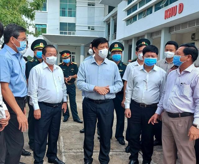 Bác sĩ Chợ Rẫy khẩn cấp đi Kiên Giang hỗ trợ xây dựng bệnh viện dã chiến chống COVID-19  - Ảnh 2.
