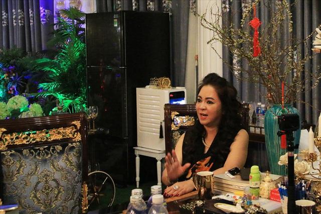 Bà Phương Hằng phủ nhận lời đồn yêu Võ Hoàng Yên, tiết lộ mình từng uống thuốc, đưa kim cương và nghe ông Yên bàn kế hoạch chiếm hết tài sản của ông Dũng lò vôi - Ảnh 3.