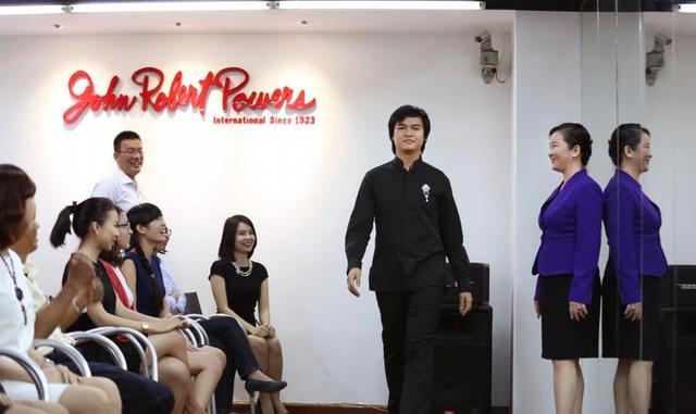 Mẹ vợ thiếu gia Phan Thành: Người phụ nữ quyền lực của ngôi trường dành cho hội con nhà giàu và ngôi sao - Ảnh 4.